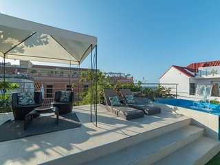 Luxe Casa del Rey Boutique / Rooftop Jacuzzi by NOMAD GURU