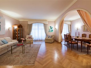 PRIME LOCATION 2 BED APARTMENT ' SONNENFELSGASSE'