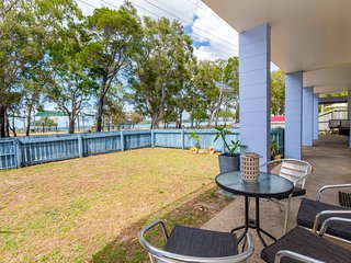 Charm and Comfort in this Ground floor unit with water views! Welsby Pde, Bongar