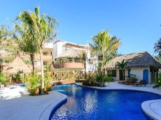 Tropical 2BR in Puerta Zama luxury residential by Happy Address