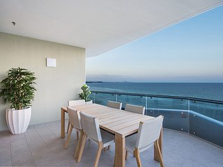 ICONIC UNIT 1504 - BRAND NEW BEACHFRONT APARTMENT IN KIRRA COOLANGATTA