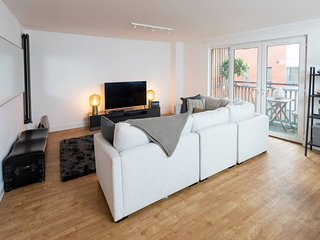 Stylish and Spacious Central 2BD Apartment