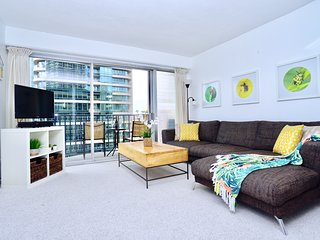 2 Bedroom / 1 Bathroom Waikiki Vacation Rental - Sleeps 6!