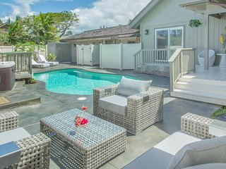 Luxurious & private setting with backyard, pool, hot tub, outdoor dining/grill.