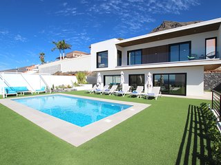 Beautiful Villa for 6p., private heated pool, WiFi, 8min by car from the beach