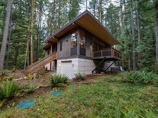 Glacier Springs Cabin #42 - Modern and Rustic All In One...For You and Fido Too!