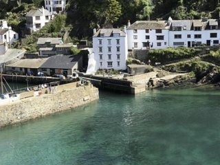 Island House Polperro, one of Polperros most iconic properties with arbour views