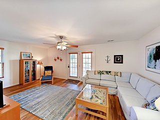 Celtic Crossing - Surfside 3BR w/ Yard - Close to Beach & Family Attractions