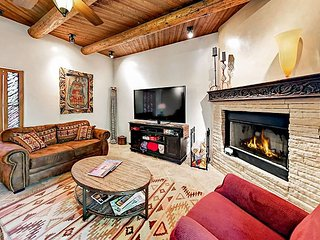 2BR w/ Private Courtyard- Walk to Santa Fe Plaza, Near Santa Fe Ski Basin