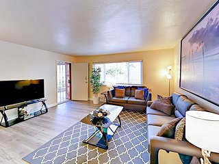 Delightful 2BR One Block to Beach - Hardwood Floors & Sleek Gourmet Kitchen