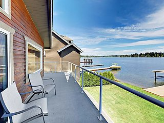 Lake Goodwin 4BR w/ Views, Private Beach & Dock + Billiards & Foosball