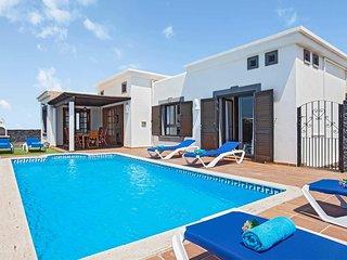 3 bedroom Villa in Playa Blanca, Canary Islands, Spain - 5705419
