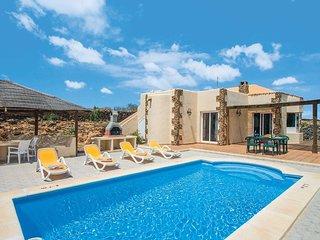 Modern villa w/pool - perfect for alfresco living!