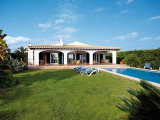 4 bedroom Villa with Pool, Air Con and WiFi - 5706190