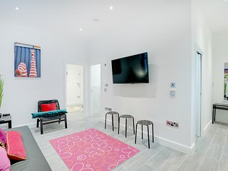 West Street Mews - 2 bedroom House - City Centre -Sleeps 2 to 8 guests
