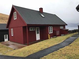 Gjógv, Fornagarður, a stylish and cozy house in scenic Gjógv