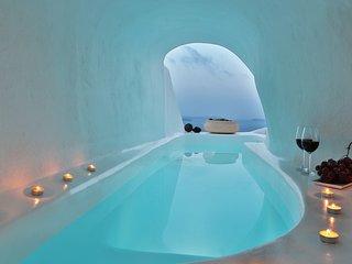 Lava Cave suite