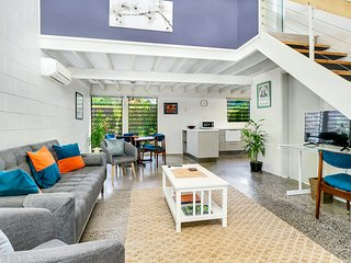 Tropical Urban Retreat - Private Two Bedroom Townhouse