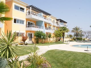 Beautiful 2 Bedroom Apartment with Sea View near the Golf for 4 people