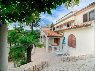 Spacious apartment in the center of Rabac with Parking, Balcony