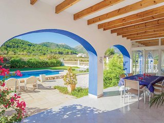 Country villa with 3 beds, 900m walk to town