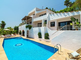 Spacious villa very close to the centre of Xabia with Internet, Washing machine,