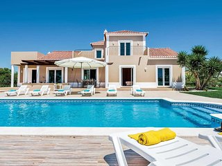 4 bedroom Villa in Alecrineira, Faro, Portugal - 5705323