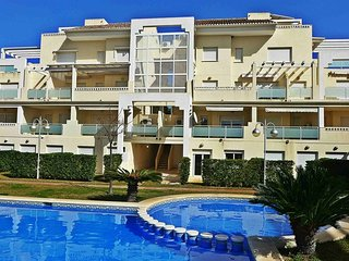 Cozy apartment in Oliva with Washing machine, Pool