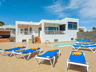 3 bedroom Villa in Playa Blanca, Canary Islands, Spain - 5705433