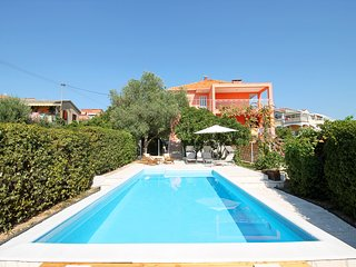 NEW! Villa Dawn-heated private pool, 100m to beach & restaurants, Trogir 1.7km