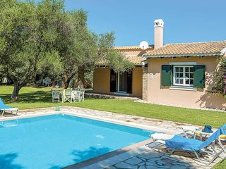 2 bedroom Villa with Pool, Air Con, WiFi and Walk to Shops - 5706851