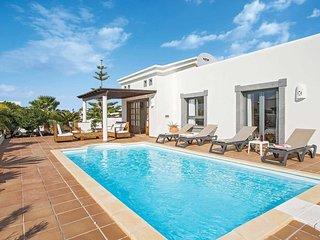2 bedroom Villa in Playa Blanca, Canary Islands, Spain - 5705026