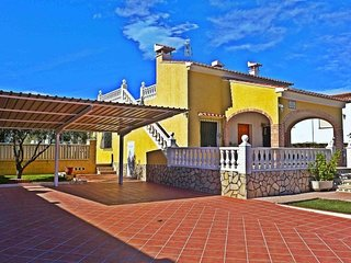 Spacious house a short walk away (443 m) from the 'Playa Pau Pi' in Oliva with I