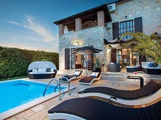 4 bedroom Villa in Filipini, , Croatia - 5704988