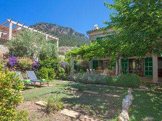 Spacious house in Valldemossa with Internet, Washing machine, Balcony, Terrace