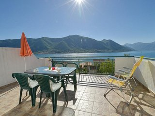 Spacious apartment in the center of Dobrota with Parking, Internet, Balcony
