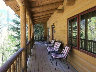 Cozy Log Cabin - Overlooking Uncompahgre River -  1 Mile to Downtown Ouray