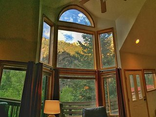 Updated Condo - Great Location - Mile to Downtown Ouray - Spectacular Views