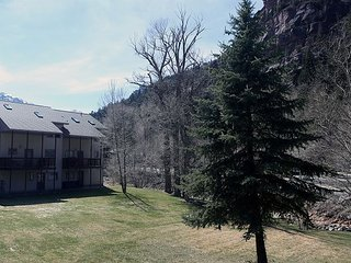 Great Location in Town Ouray - On the River - Affordable - Pet Friendly