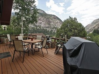 Private Home - Outdoor Deck - Hot Tub - Amazing Views