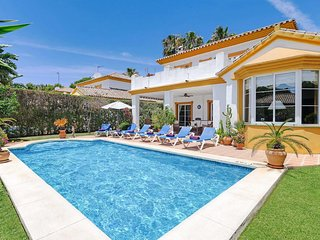 3 bedroom Villa in Sitio de Calahonda, Andalusia, Spain - 5706892