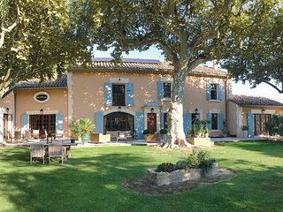4 bedroom Villa in Noves, Provence-Alpes-Côte d'Azur, France - 5705315