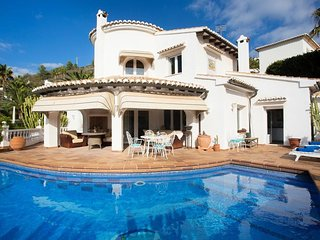 Spacious villa in Teulada with Internet, Washing machine, Air conditioning, Pool