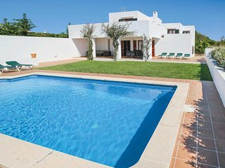 4 bedroom Villa with Pool, Air Con and WiFi - 5707382