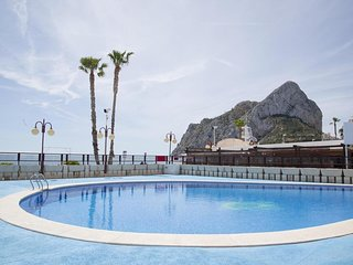Spacious apartment close to the center of Calp with Internet, Washing machine, P