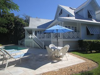 Old Naples' Royal Palm Cottage Walk to Beach and F