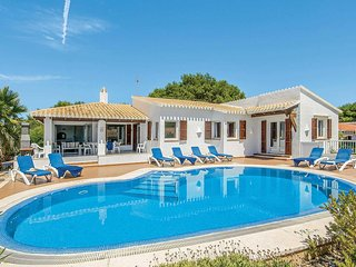 4 bedroom Villa with Pool, Air Con and WiFi - 5707320