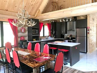 Spacious house in Saint-Alexis-des-Monts with Parking, Internet, Washing machine