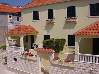 Cozy apartment in the center of Bol with Parking, Internet, Air conditioning, Ba