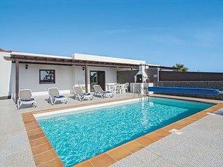 2 bedroom Villa in Playa Blanca, Canary Islands, Spain - 5707734